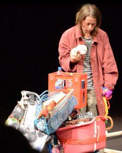 Kippe lebt als Obdachlose im Theater