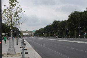 Straße des 17. Juni mit Blick auf das Brandenburger Tor