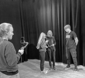 SchülerInnen beim filmen